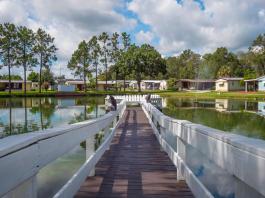 Mobile Homes in Florida Parkwood pier