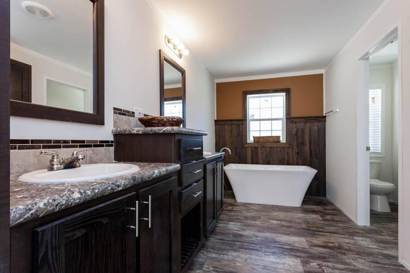 homes of merit 4 bedroom master bath
