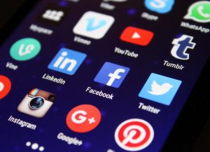 How to use social media in the MH industry